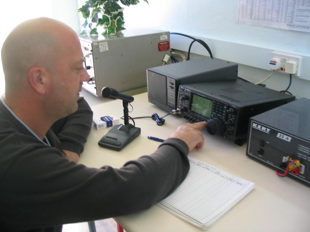 Amateur radio l r